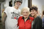 Tommy Lee-Betty White-Sofia Toufa backstage 9-22-2010
